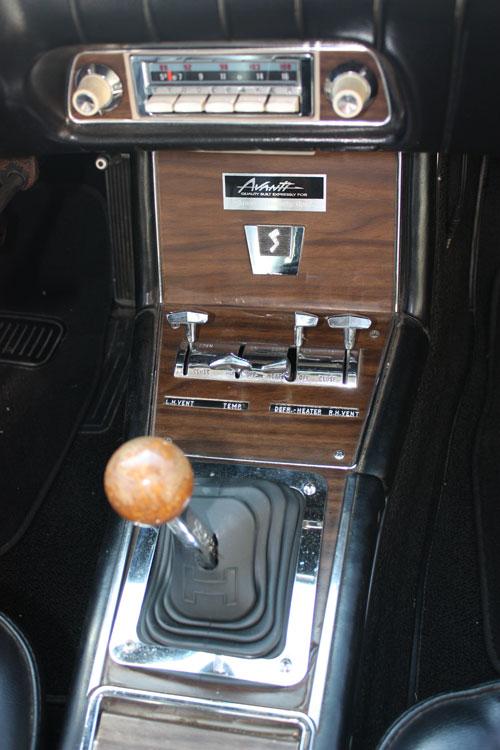 1963-Avanti-console.jpg