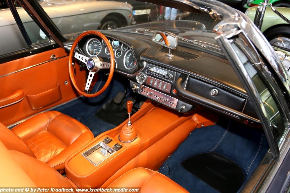 1966-Maserati-Mistral-4000-GT-Spider-dashboard-interior.JPG