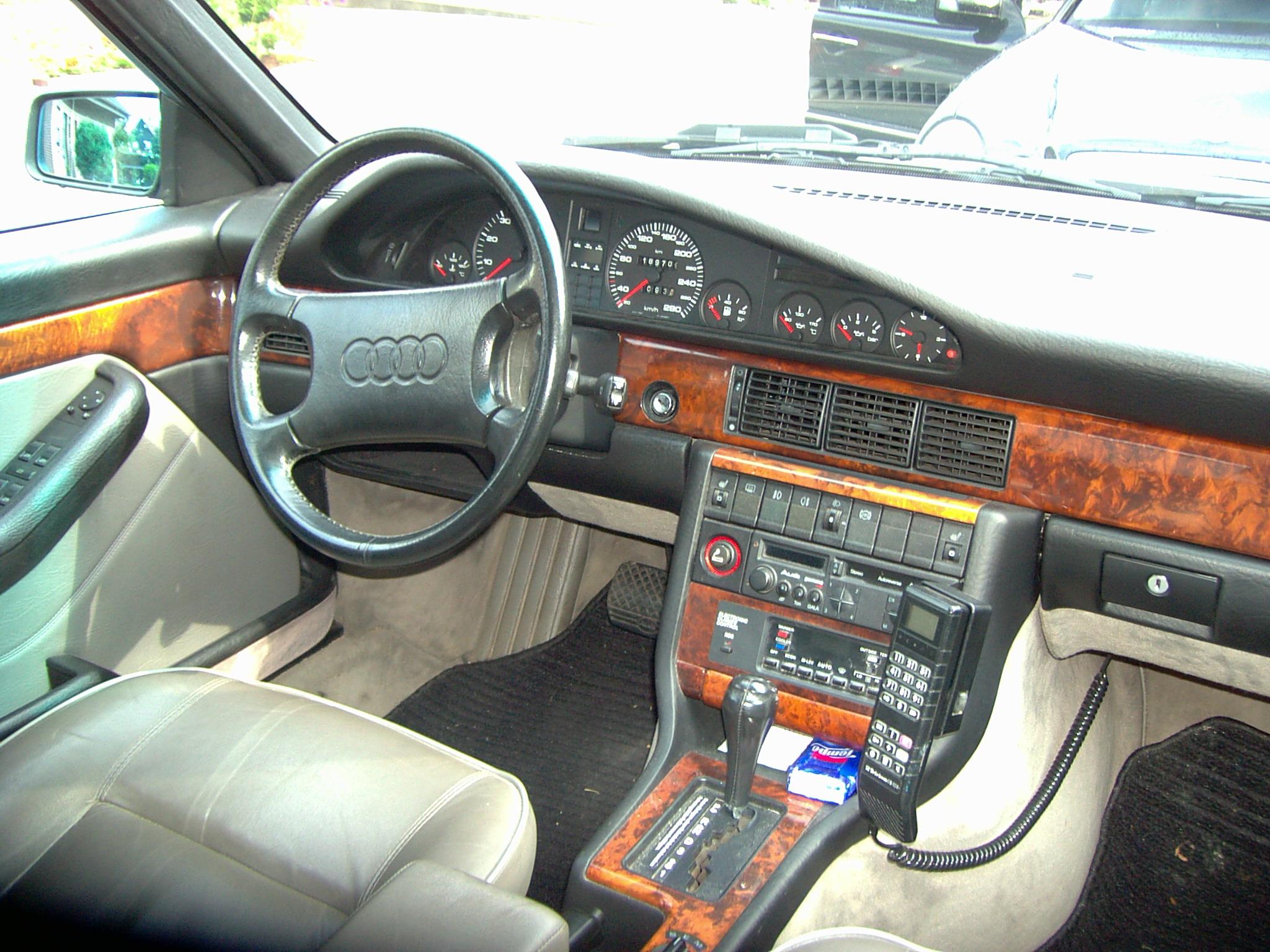 Audi_V8_innen.JPG